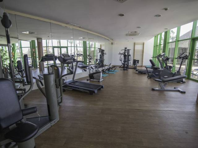 Gimnasio hotel holiday world riwo benalmádena