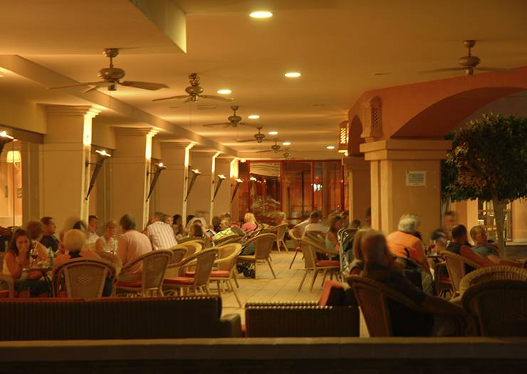 La colonial piano bar village hotel benalmádena